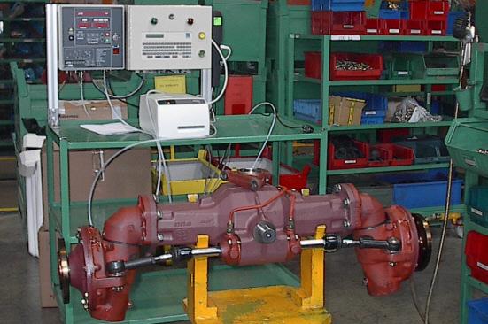 Kontrola szczelności elementów ciągnika rolniczego na różnych etapach montażu