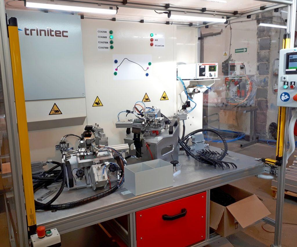 Automatyczny montaż i test szczelności przewodów z konektorami